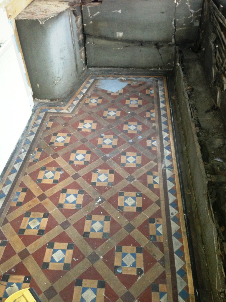 Victorian-Tiled-floor-in-Glasgow-Before-cleaning