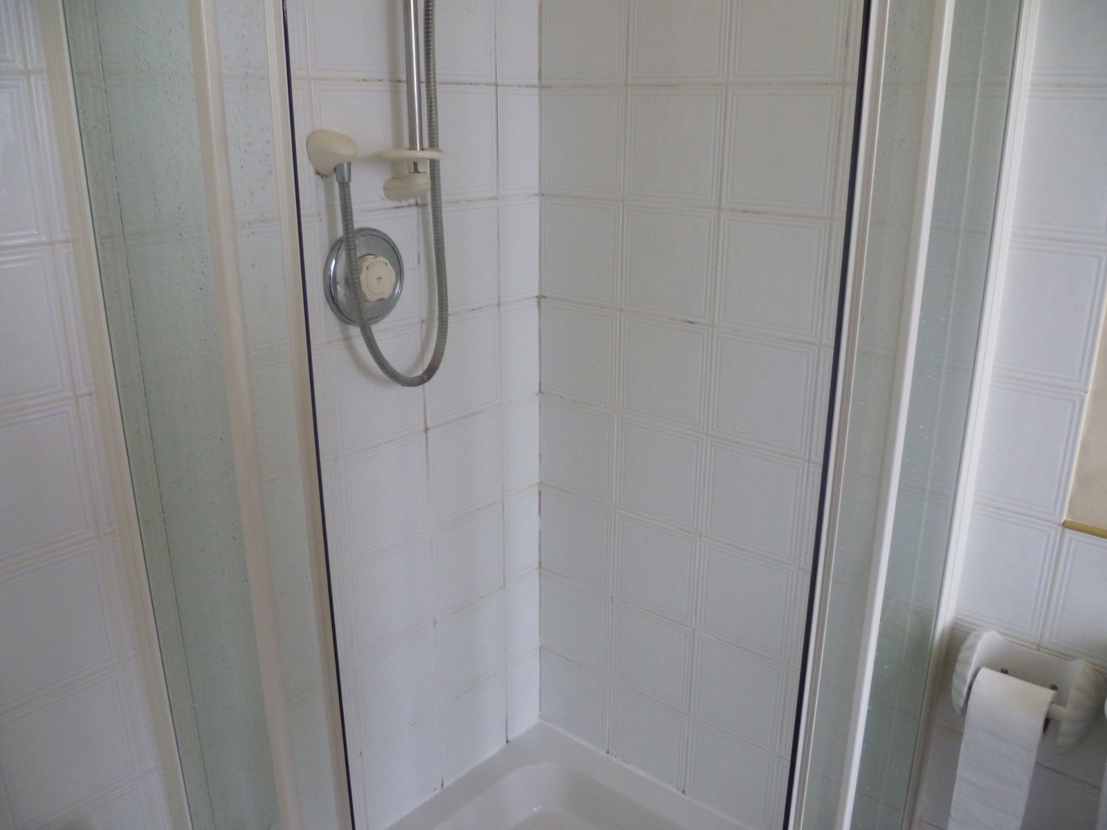 Gruby Ceramic Tiled Shower in Bishopton Before