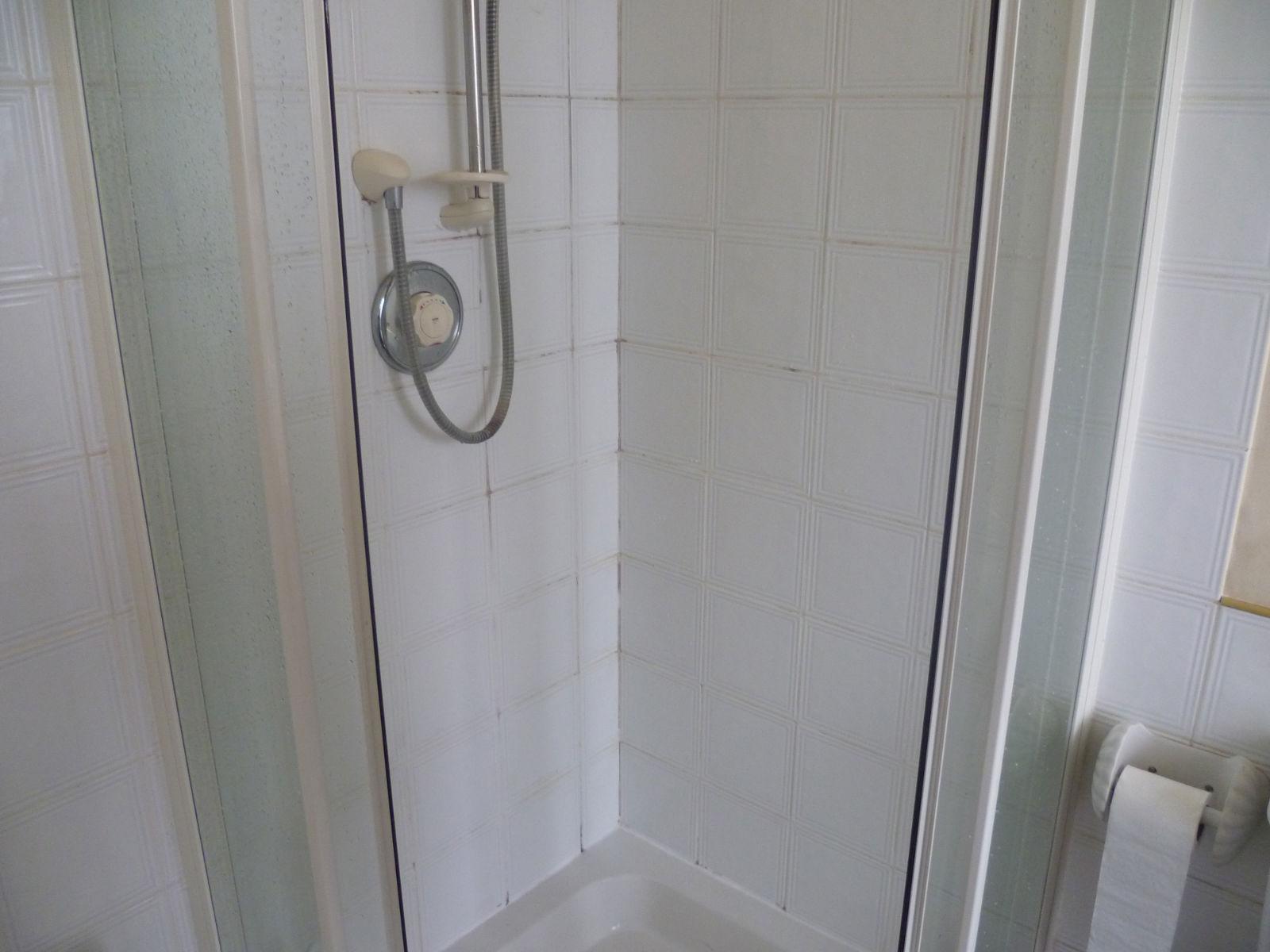 Gruby Ceramic Tiled Shower in Bishopton Before