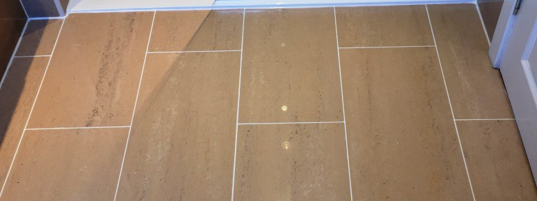 Deep Cleaning Porcelain Bathroom Tiles in Inchinnan