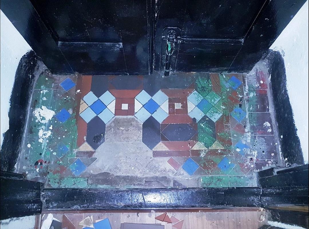 Small Victorian Vestibule Before Restoration
